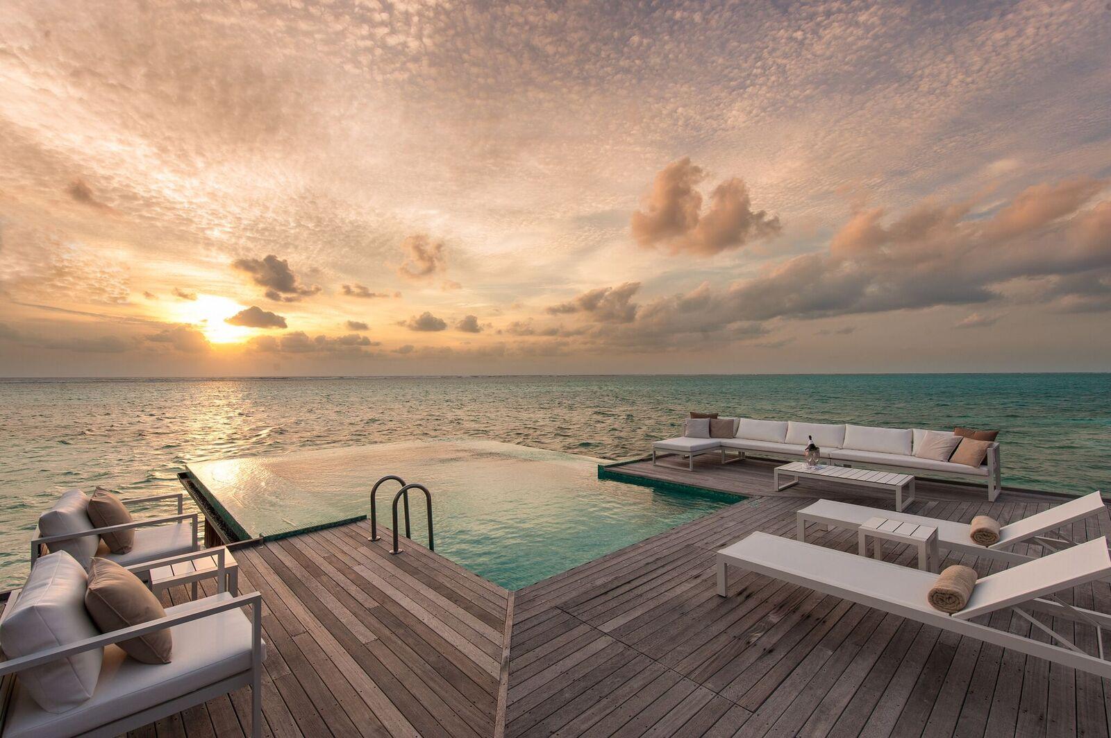 cmri_sunset-water-villa-deck-sunrise